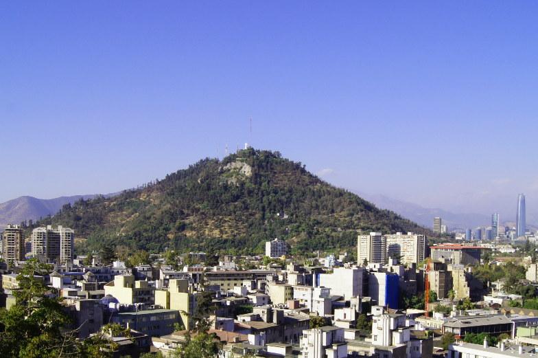 Blick auf den Berg San Cristobal in Santiago de Chile