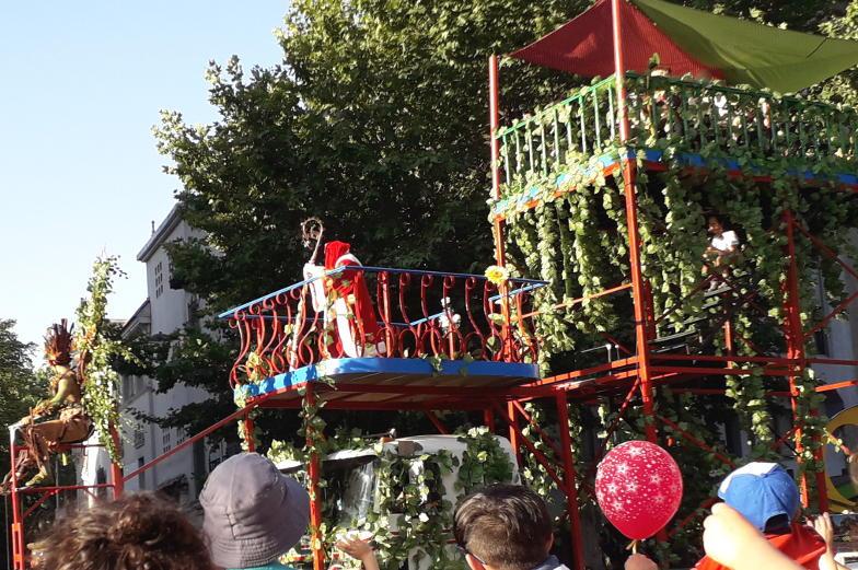 Auch der Weihnachtsmann ist bei der Weihnachtsparade in Santiago de Chile dabei