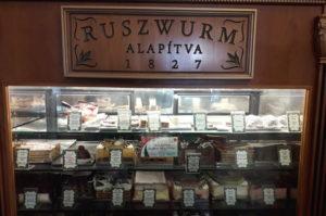 Gute Torten und Kuchenauswahl im Cafe Ruszwurm Budapest
