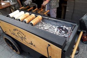 Baumstriezel werden in Budapest immer frisch zubereitet