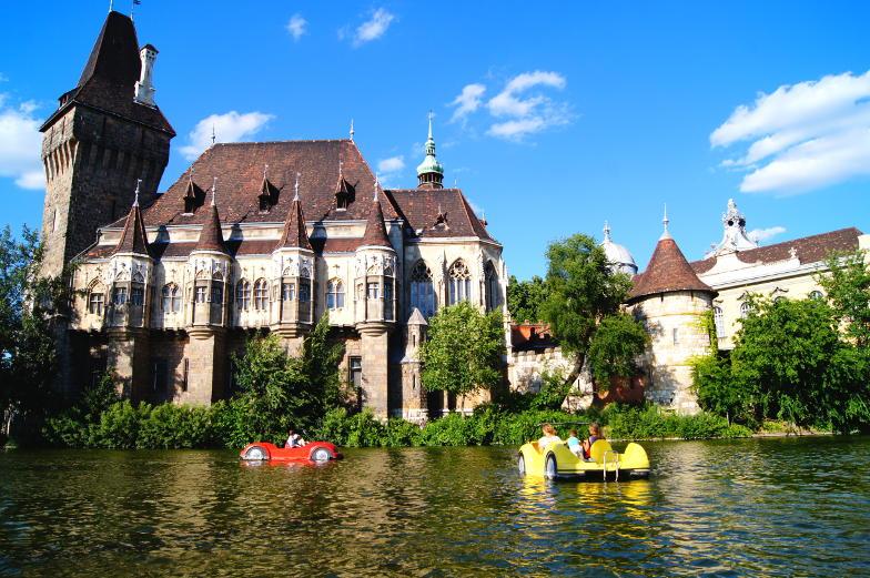 Insider Tipp Tretboot fahren im See Heldenplatz Budapest
