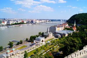 Tipp Besuche den Burggarten Basar in Budapest
