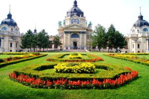 Szechenyi Thermalbad Eingang Budapest Sehenswuerdikeiten