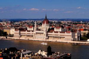 Ausblick Burgviertel Parlament Budapest Sehenswuerdigkeiten