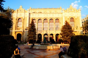 Pesti Vigado Sehenswuerdigkeit Tipp Budapest