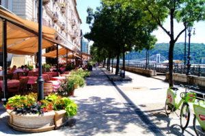 Donaukorso Budapest Promenade Restaurants Sehenswuerdigkeiten Tipps