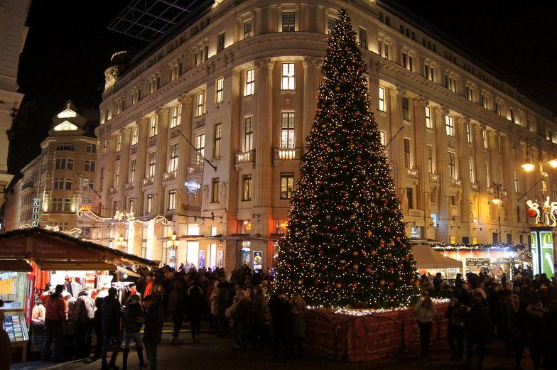 Weihnachtsbaum Budapest Innenstadt Sehenswuerdigkeiten
