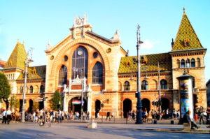 Sehenswuerdigkeit grosse Markthalle Budapest Tipp