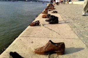 Denkmal Schuhe am Donauufer Budapest Sehenswuerdigkeit