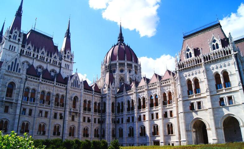 Parlament Innenhof Vorplatz Budapest Sehenswuerdigkeit