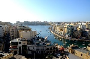 Spinola Bay auf Malta in St. Julians