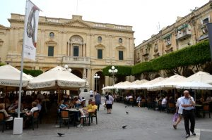 Maltas Nationalbibliothek in Valletta Caffe Cordina Tipp