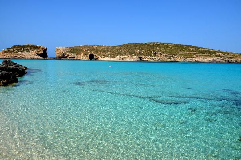 Kristallklares Wasser auf Comino Malta Tipps