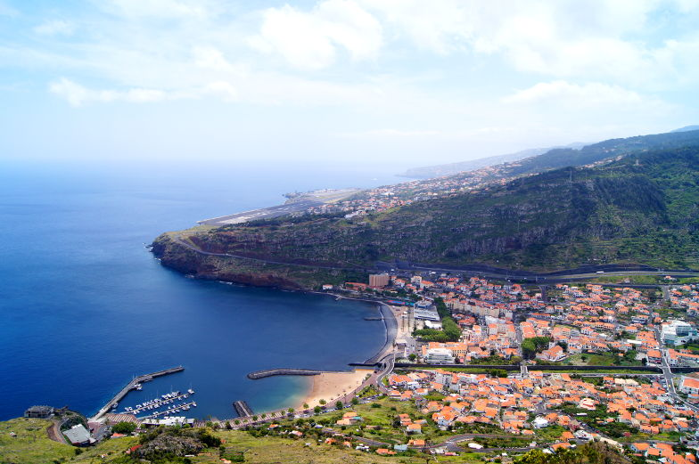 Blick auf Machico am Pico do Facho bei der Madeira Ost Tour