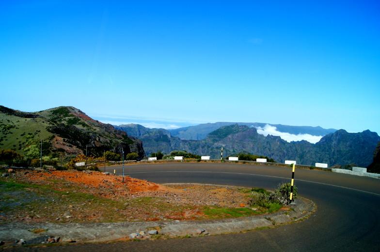 Serpentinenstraßen auf dem Weg zum Pico Arieiro